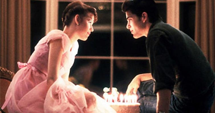 10 Romantic Gestures From The 80s That Women Would Totally Go For Today!
