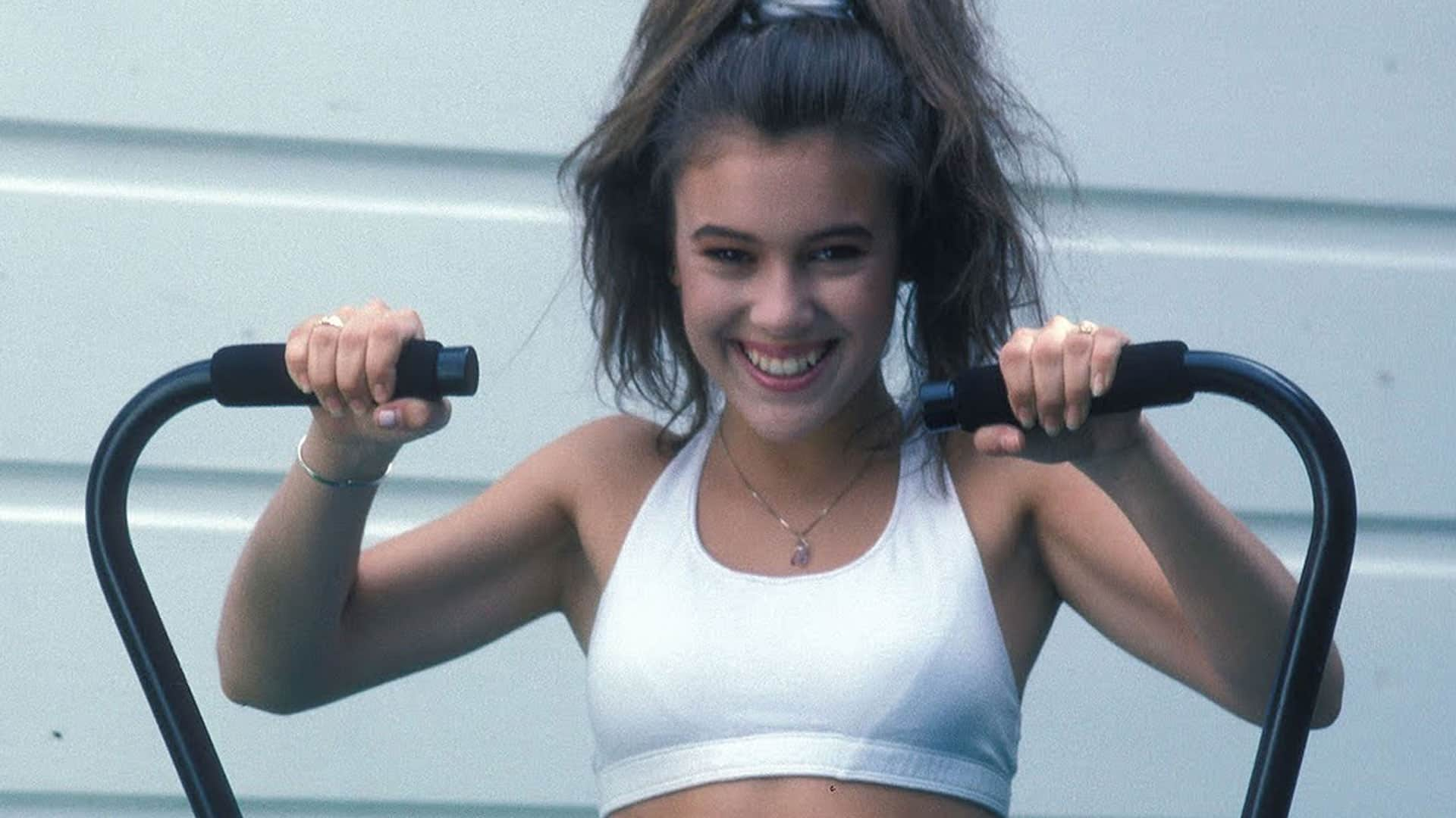 alyssa milano 10 Workout Celebrities That We Followed To Fitness