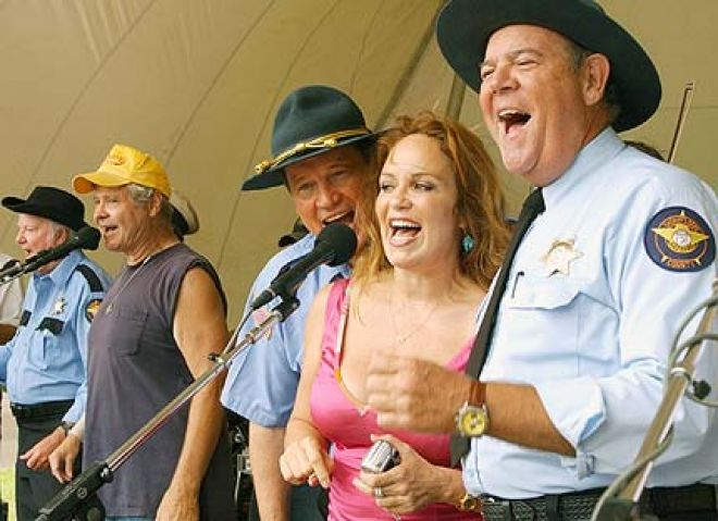 Hurst with other Hazzard cast members