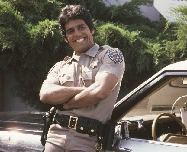 2 12 e1622194035104 Erik Estrada Played A Police Officer In CHiPs - Then He Became A Real Cop!