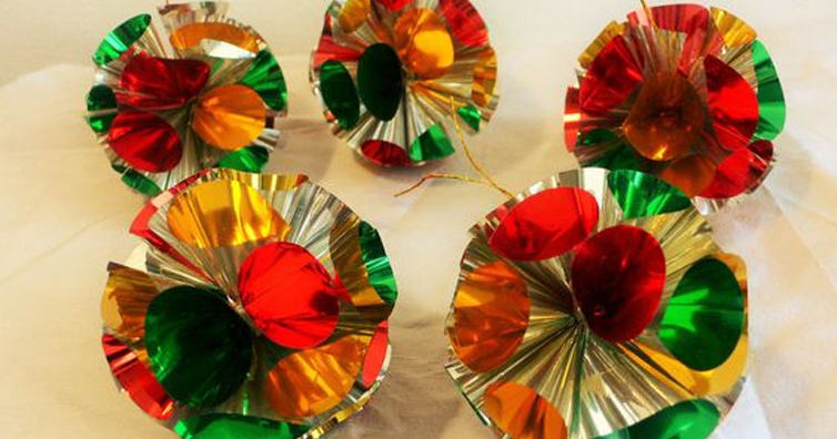 10 Decorations We All Had At Home During Christmas In The 80s!