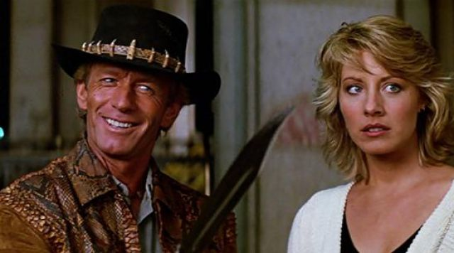 Bill Hogan gets his knife out in Crocodile Dundee
