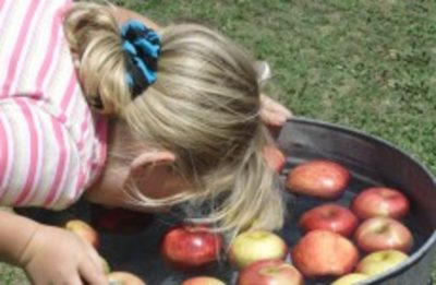 applle bobbing 10 Of The Greatest Children's Party Games
