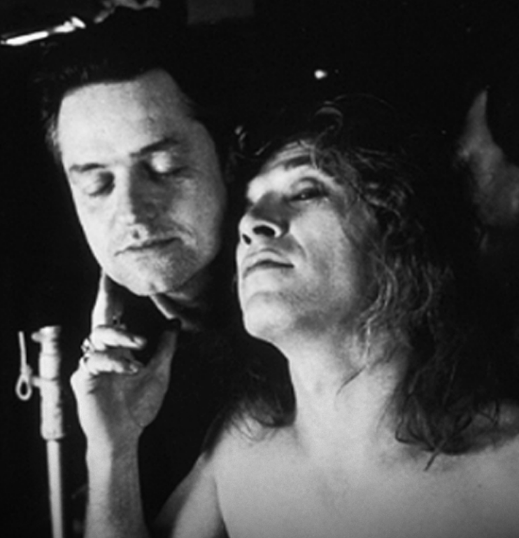 Jonathan Demme with Ted Levine on the set of The Silence of the Lambs
