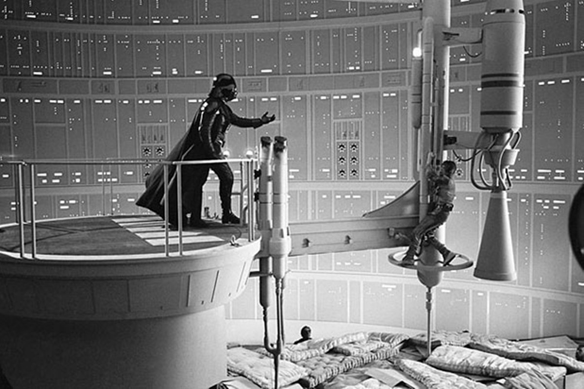 1 14 22 Revealing Behind The Scenes Pictures From Classic Films