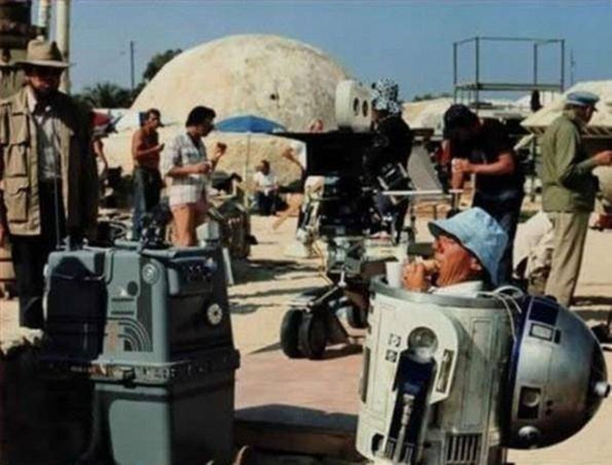 14 8 22 Revealing Behind The Scenes Pictures From Classic Films
