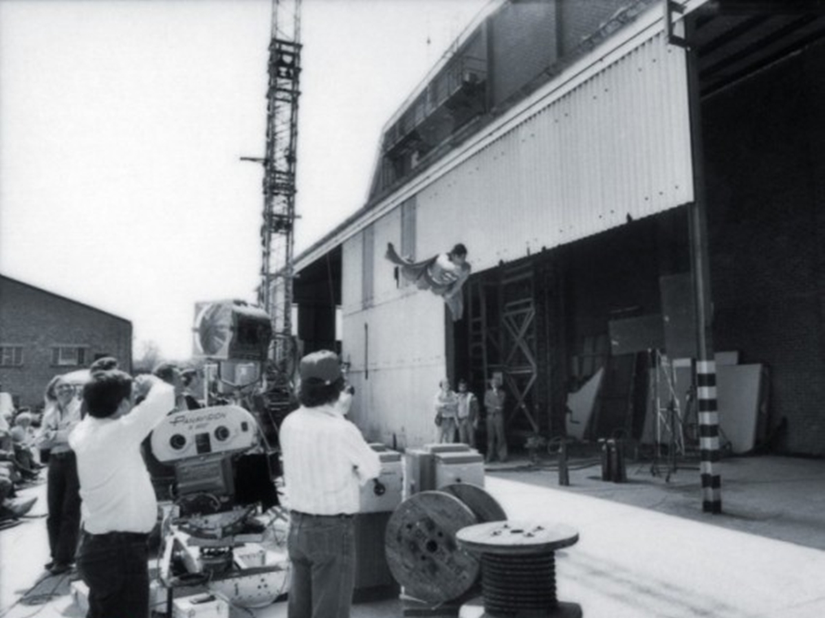 20 1 22 Revealing Behind The Scenes Pictures From Classic Films