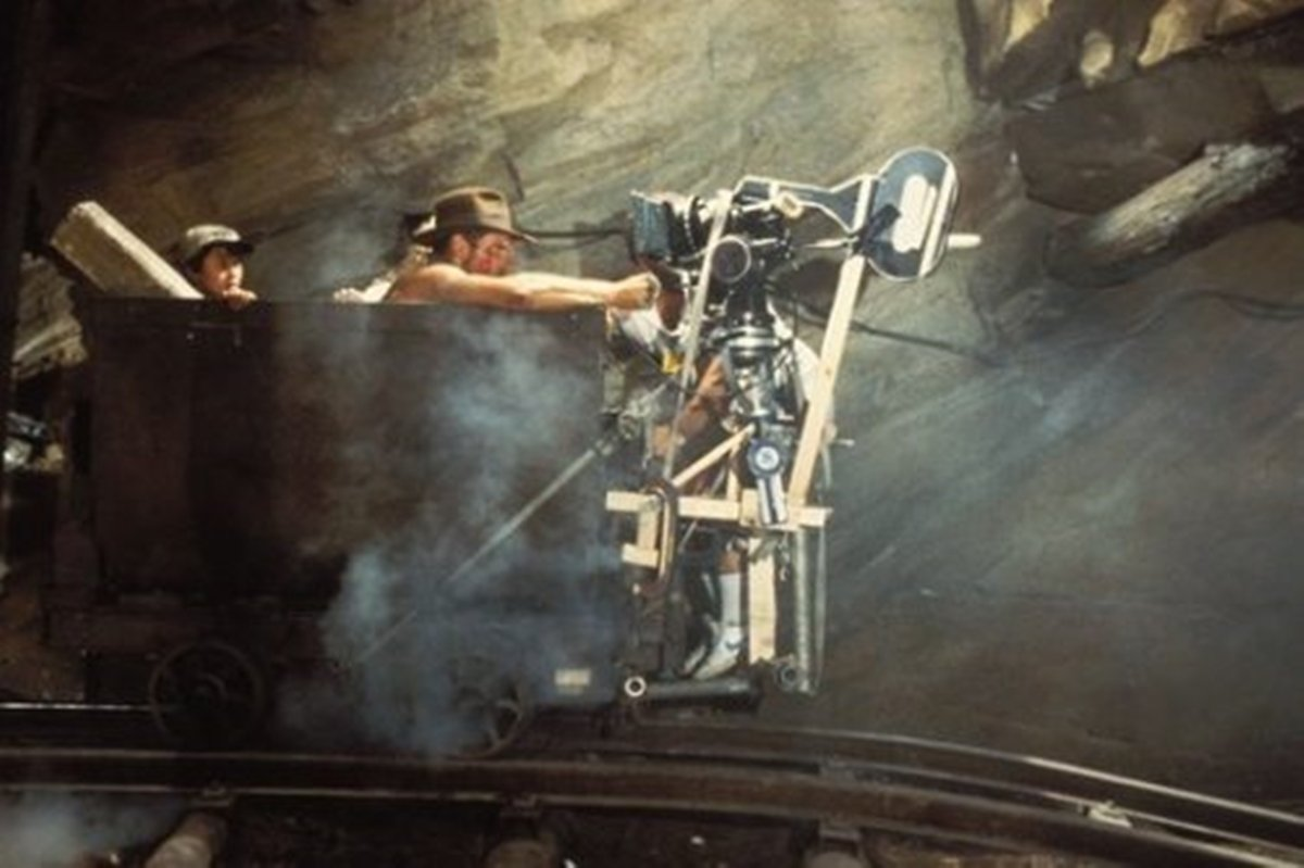 22 22 Revealing Behind The Scenes Pictures From Classic Films