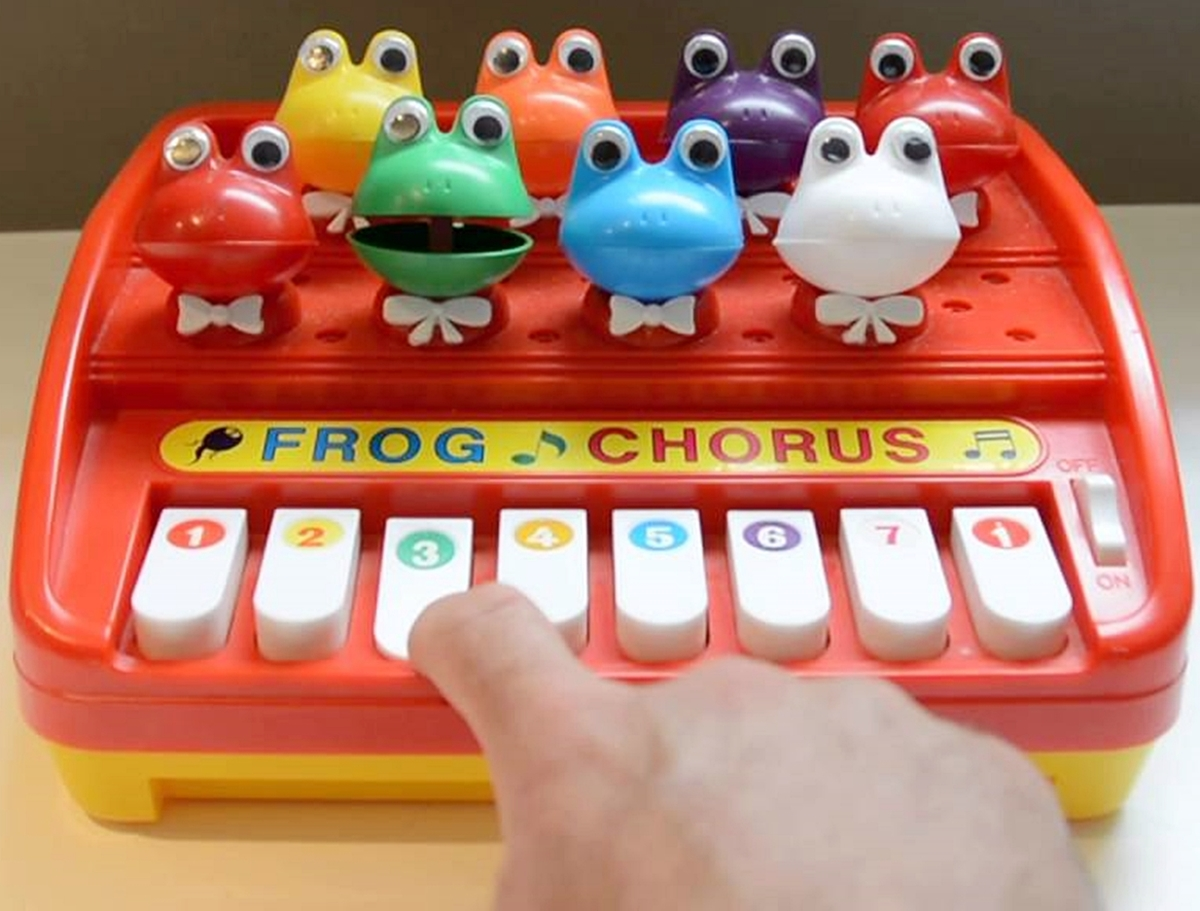 4 24 15 Musical Toys From Your Childhood We Bet You've Forgotten About