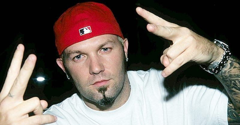remember fred durst from limp bizkit heres what he looks
