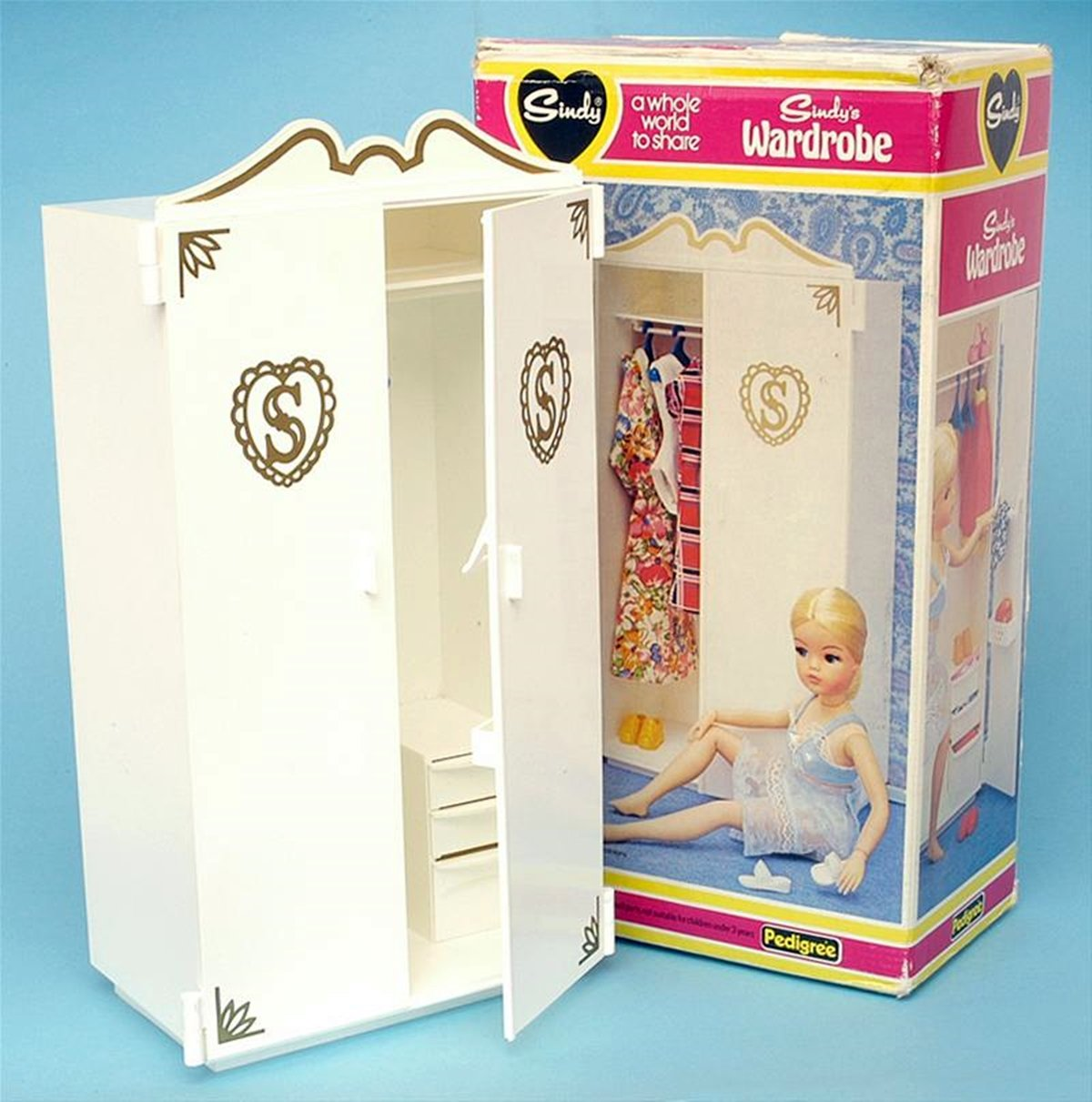 6 20 Things You Would Find In An 80s Girl's Bedroom