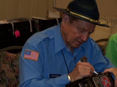 Sonny Shroyer signing memorabilia