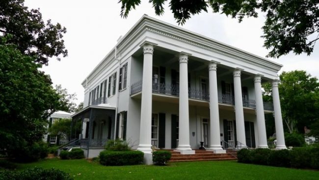 Selma Sturdivant Hall 5 67 lcb z800 10 Real Haunted Houses And The Stories Behind Them