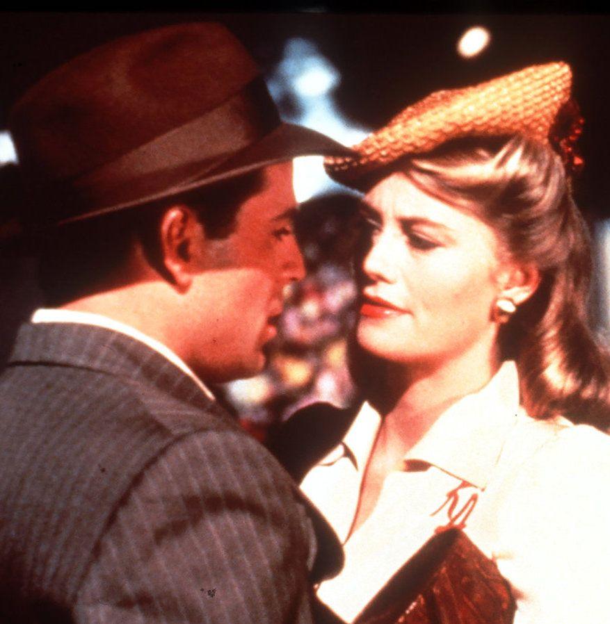 Bruce Willis as David Addison, Cybill Shepherd as Maddie Hayes in Moonlighting