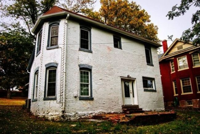 sallie house most haunted house in america 1 10 Real Haunted Houses And The Stories Behind Them