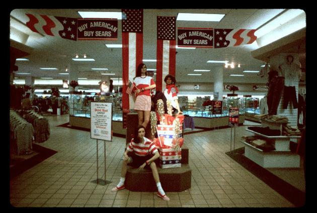 8oNkZG4 15 Vintage Photos of 80s Malls To Make You Feel Nostalgic