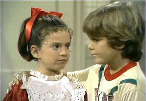 Tiffany Brissette as Vicki the robot with Jerry Supiran as Jamie Lawson in Small Wonder