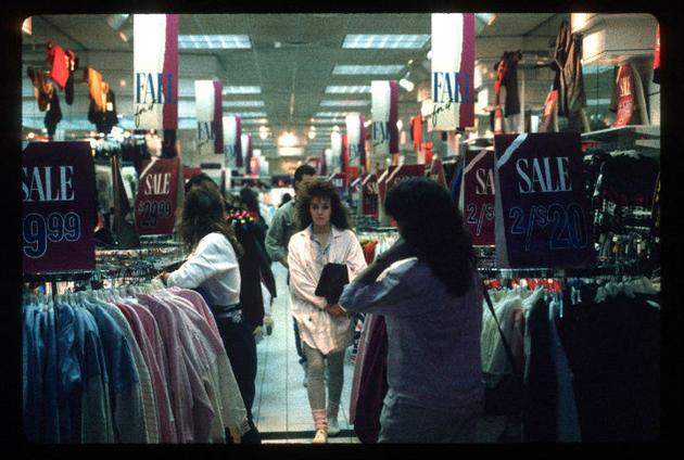 UvOZAHP 15 Vintage Photos of 80s Malls To Make You Feel Nostalgic