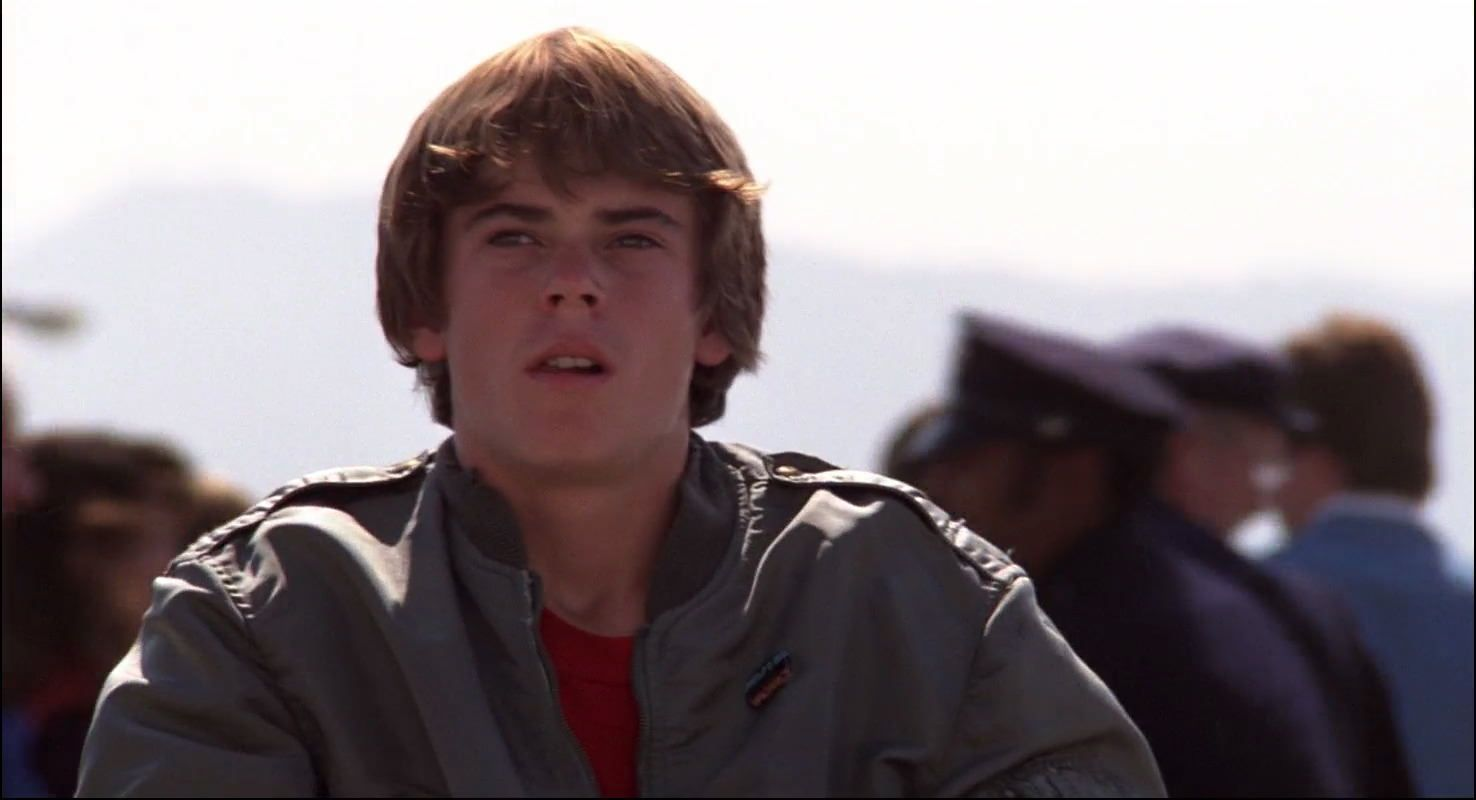 b Remember The Outsiders' Ponyboy Curtis, C Thomas Howell? Here He Is Now!