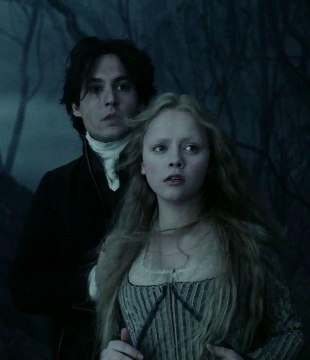 Christina Ricci as Katrina and Johnny Depp as Ichabod Crane in Sleepy Hollow (1999)