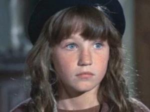 Cindy O'Callaghan as Carrie
