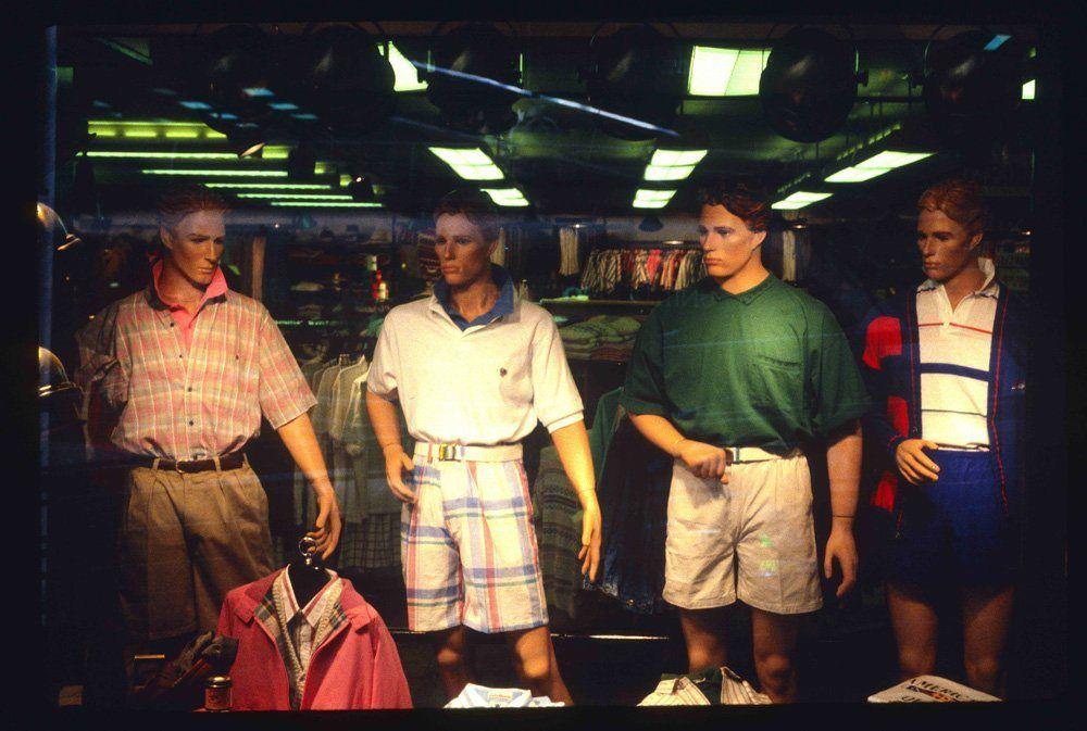 http 2F2Fa.amz .mshcdn.com2Fwp content2Fuploads2F20142F122FMalls 6 15 Vintage Photos of 80s Malls To Make You Feel Nostalgic