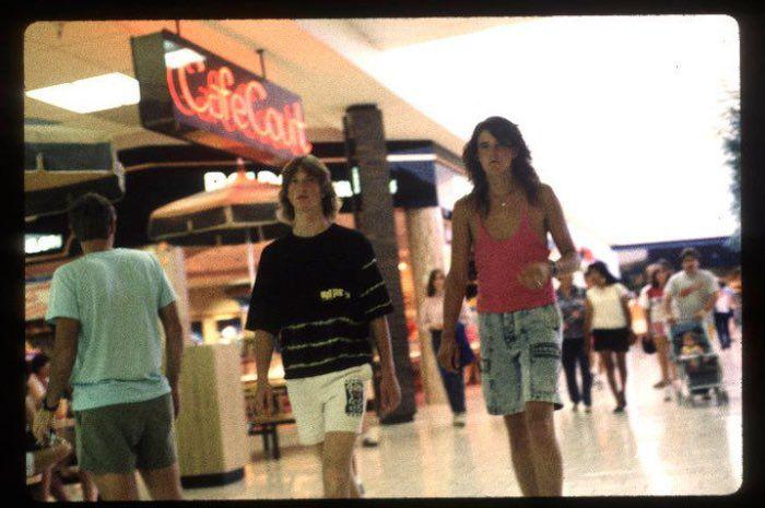 http 2F2Fa.amz .mshcdn.com2Fwp content2Fuploads2F20142F122FMalls 700 22 15 Vintage Photos of 80s Malls To Make You Feel Nostalgic