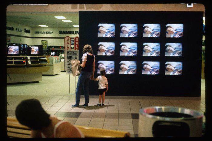 http 2F2Fa.amz .mshcdn.com2Fwp content2Fuploads2F20142F122FMalls 700 74 15 Vintage Photos of 80s Malls To Make You Feel Nostalgic