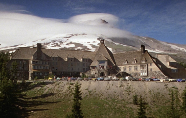 overlook hotel 10 Ways The Shining Set Itself Apart In The Horror Movie Scene