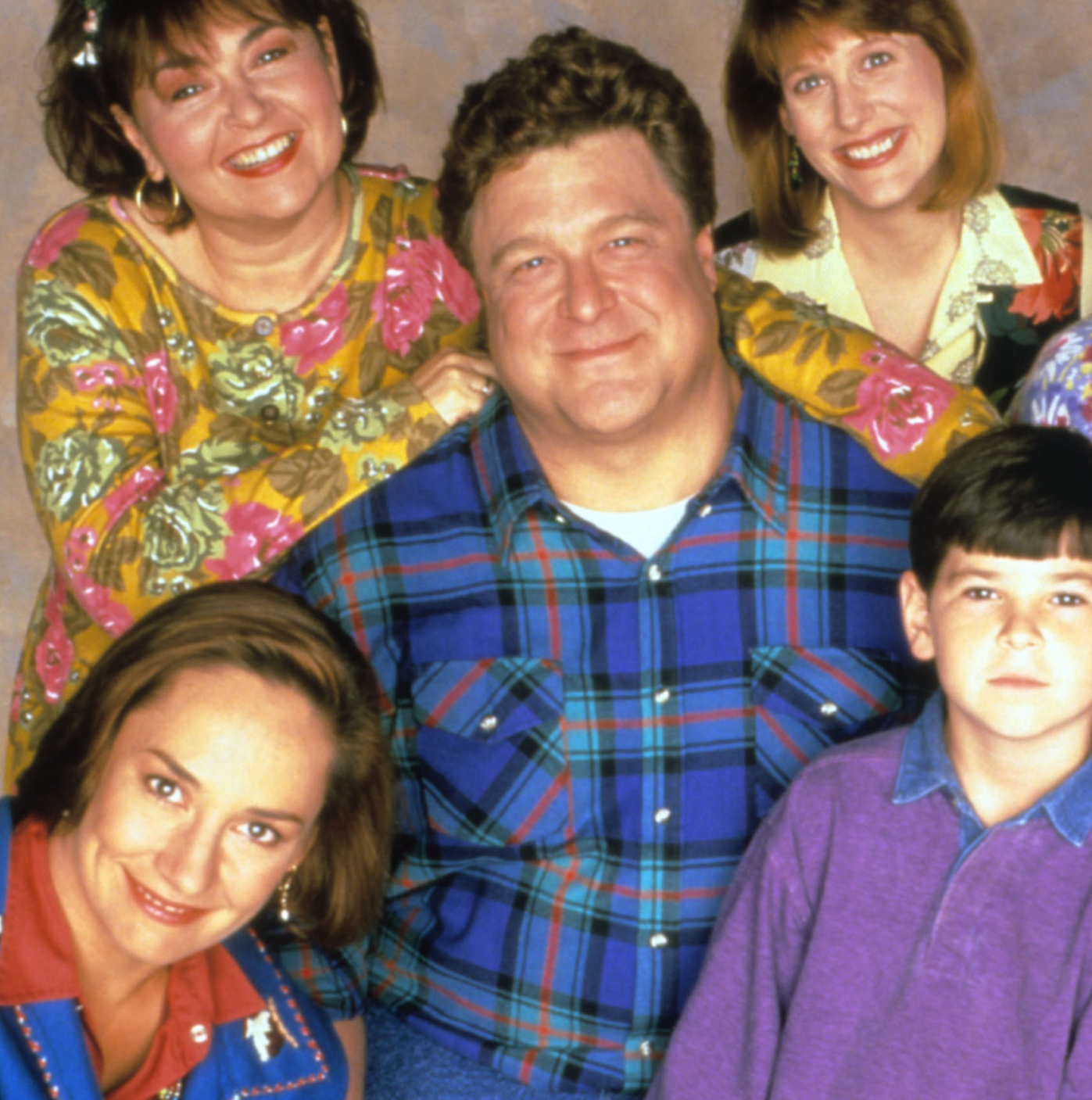 roseanne tv show today 170316 tease 02 ddbc0d8e4682b81d1e1cc1a4a93b75f8 10 Fantastic Facts About Roseanne That You Probably Didn't Know!