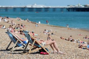 12 25 Top 10 Summer Hacks To Stay Cool In A Heatwave