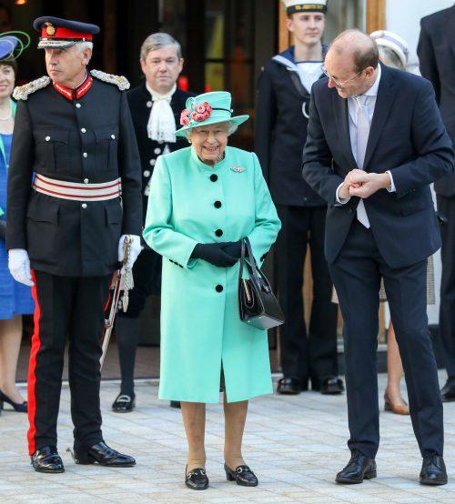 19 3 2 e1574781784858 20 Bizarre Royal Family Rules You Won't Believe