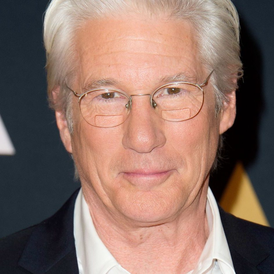 7224ed092bf07a5512f0cd59c08b44a432 18 richard gere.2x.h473.w710 e1601654298265 20 Things You Didn't Know About Richard Gere