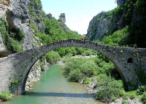2077573645 da3ad1ba97 1 10 Of The World's Most Dangerous Bridges