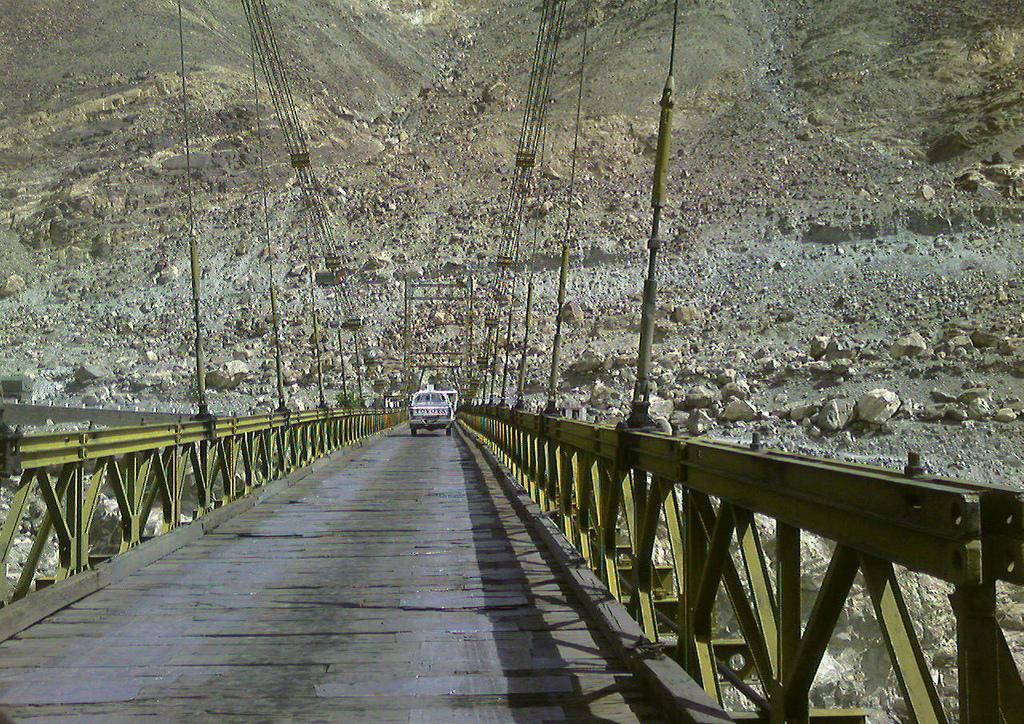 5326994692 b1fec88564 b 10 Of The World's Most Dangerous Bridges