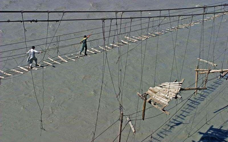 9805aa34f5c311b01149e2d8821569a7 10 Of The World's Most Dangerous Bridges