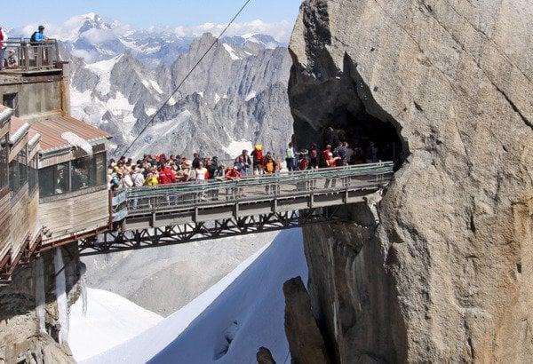 travel blog magazine 3887 3 10 Of The World's Most Dangerous Bridges