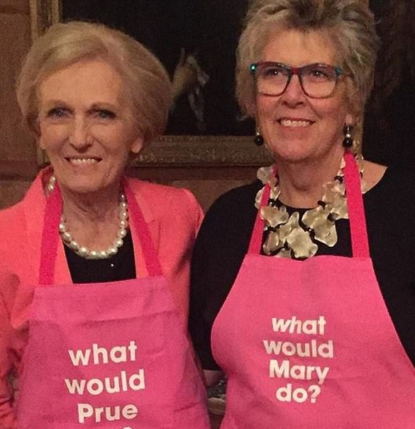 476FD88F00000578 5192317 Having a laugh Mary Berry and Prue Leith put rivalries aside as a 69 1513633688688 26 Things You Didn't Know About Bake Off's Prue Leith