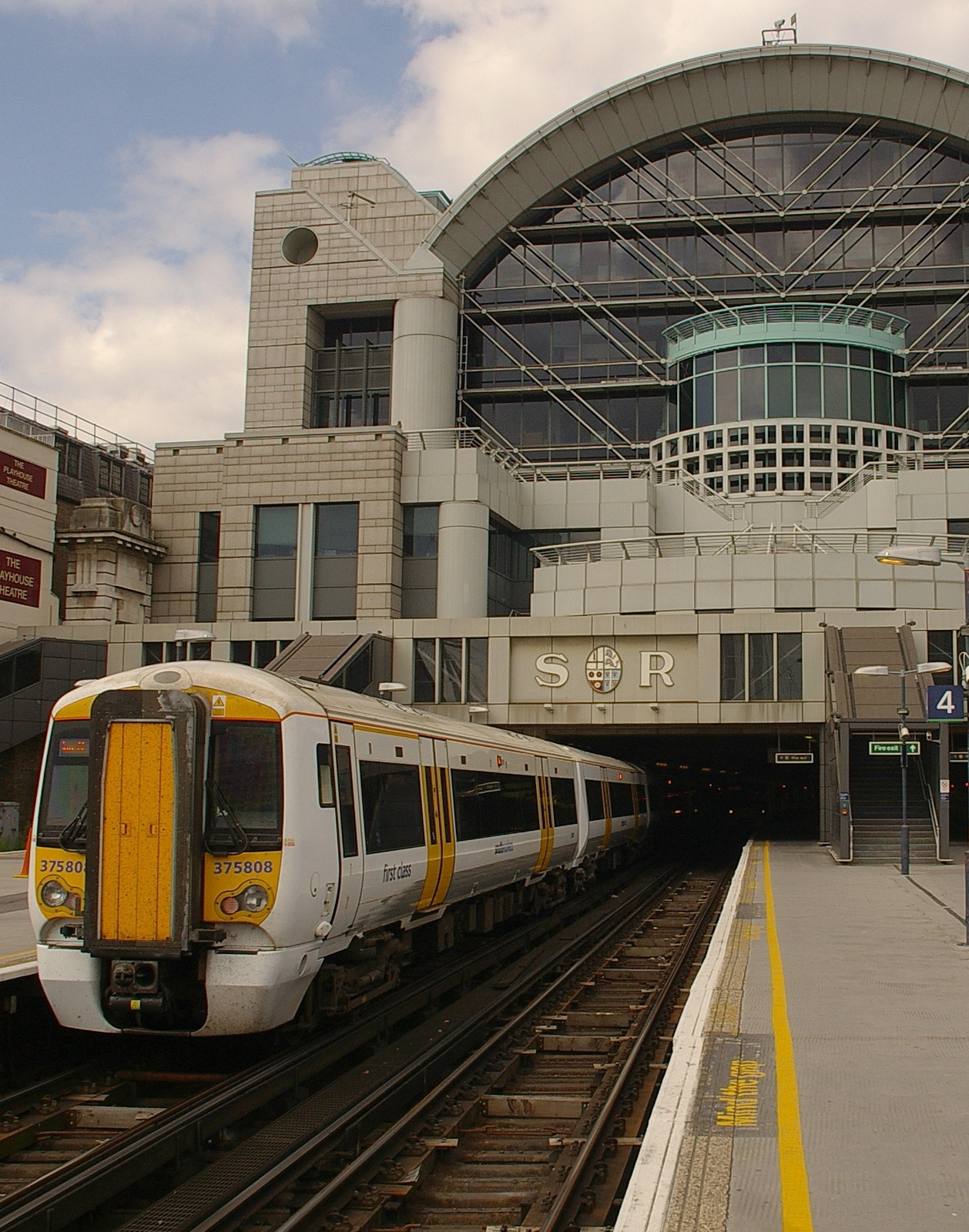 Charing Cross station MMB 05 375808 The 20 Worst Tube Stations In London