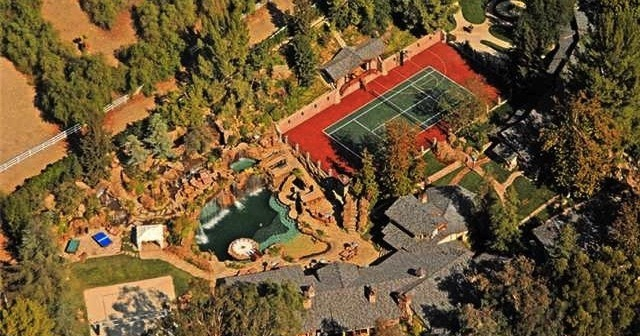 drake buys hidden hills home 1 10 Things You Didn't Know About Drake
