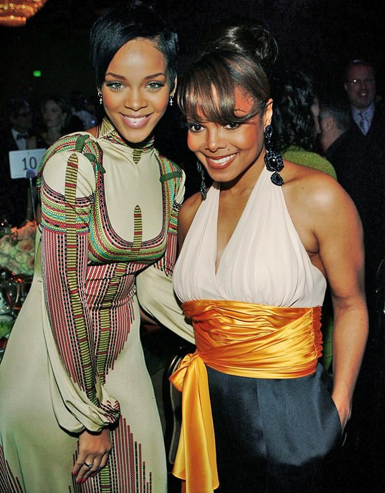 35059d2e3282553c31f1f15d85477634 20 Things You Didn't Know About Rihanna