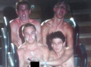 5a689e180d262 Z9J7t 605 30+ Of The Most Hilarious Rollercoaster Photos Of All Time
