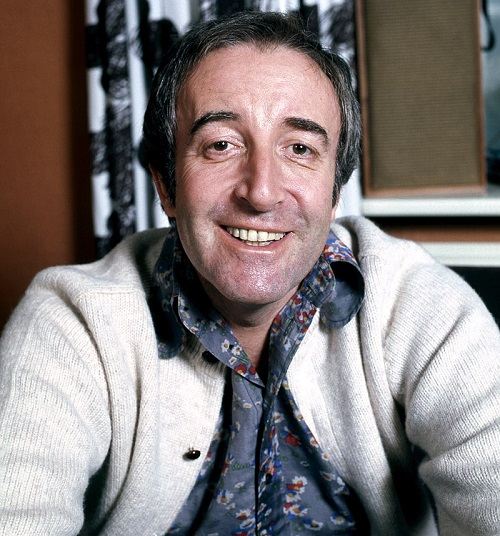 800px Peter Sellers at home in Belgravia London 1973 We've Dressed Up 20 Facts You Never Knew About Tootsie