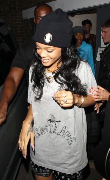 RihannaSuperstarRihannaLooksGreatDressed9oXavwDpoRKl 20 Things You Didn't Know About Rihanna