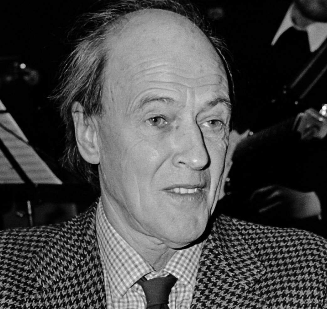 Roald Dahl 1982 e1616684225640 30 Things You Probably Didn't Know About The James Bond Films