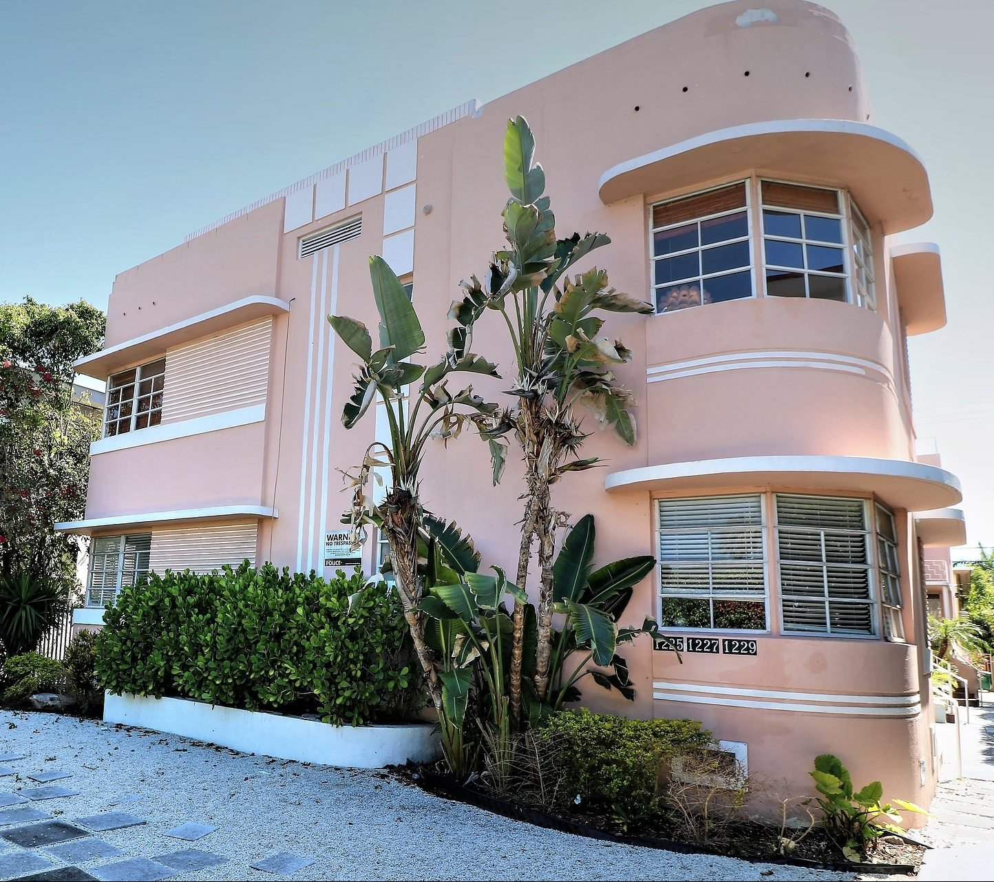 art deco 3703012 1920 e1616504784859 20 Things You Probably Didn't Know About Miami Vice