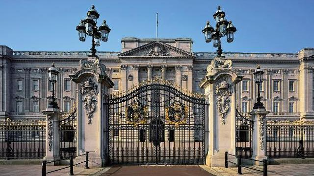 buckingham palace buckingham palace photographer andrew holt ba2d2924f687e5713154dbf611c103e1 10 Things You Didn't Know About The Crown