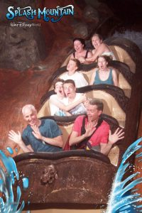 funny roller coaster photos 10 5a69d19800c17 605 30+ Of The Most Hilarious Rollercoaster Photos Of All Time