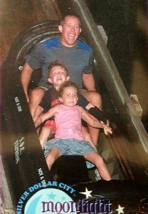 funny roller coaster photos 5 5a68493549f63 605 30+ Of The Most Hilarious Rollercoaster Photos Of All Time