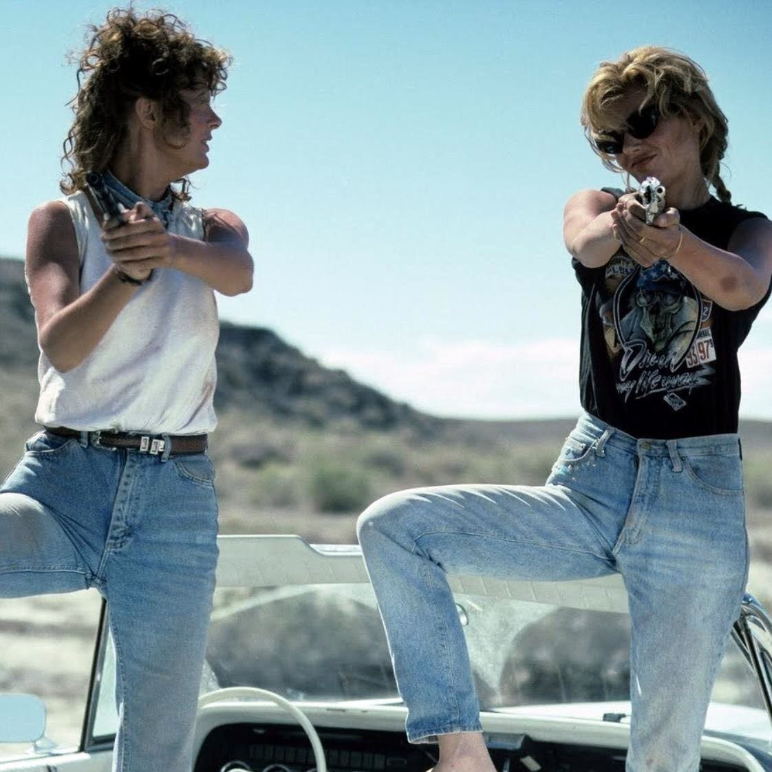 thelma and louise book susan sarandon gina davis e1603444705992 20 Things You Might Not Have Realised About Thelma & Louise